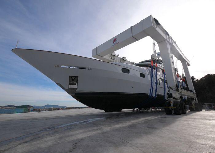 Les premiers superyachts<br /> au chantier la Seyne-Toulon